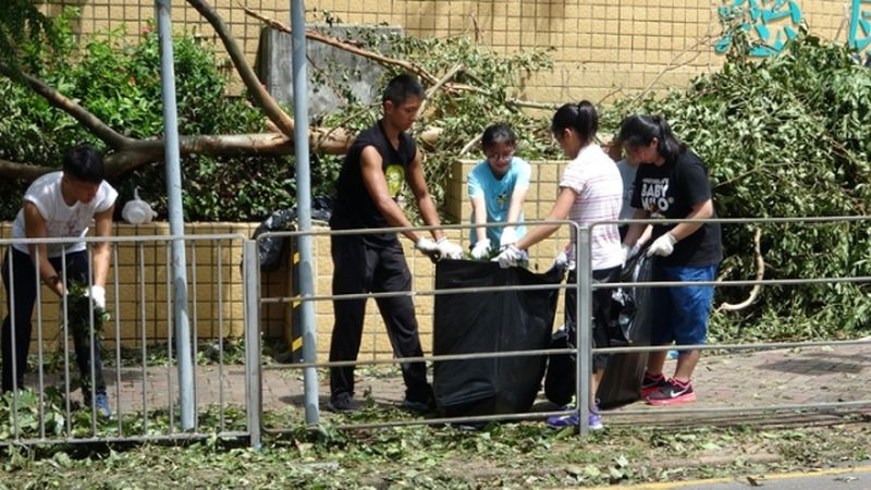 Students CCC Heep Woh College clean up super typhoon Mangkhut