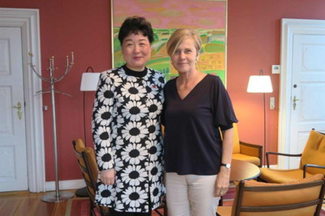 Deng Ying, Mette Bock