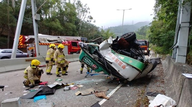 1 dead and 16 injured in minibus collision en route to Sha