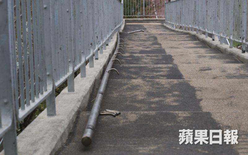 pedestrian footbridge handrail