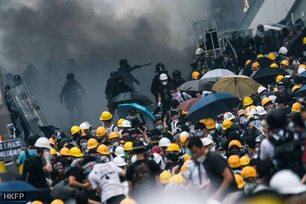 Hong Kong protesters disperse after police complex blockade