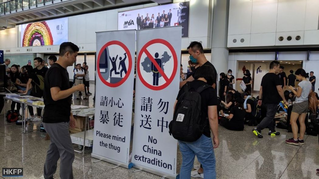 july 26 china extradition airport demo Jennifer creery (4)