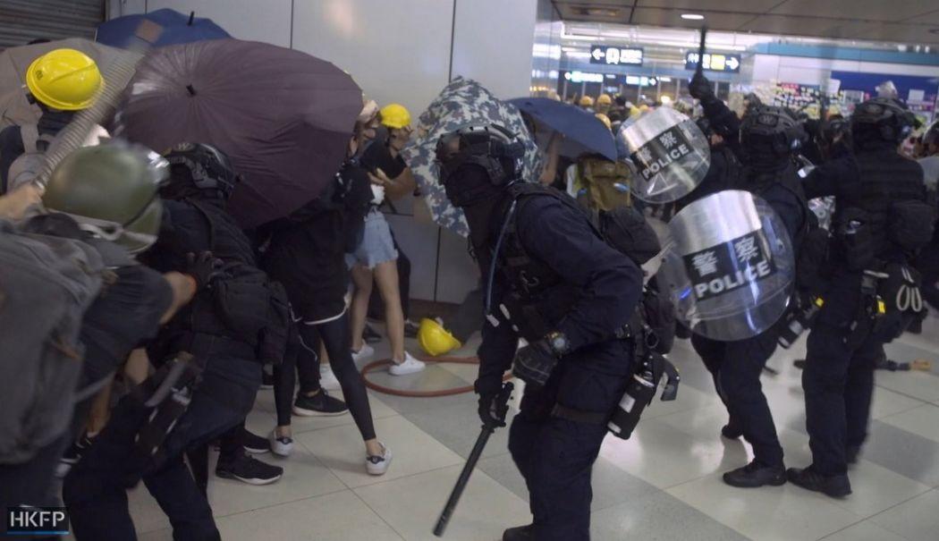 yuen long july 27 mtr police beat baton (1)