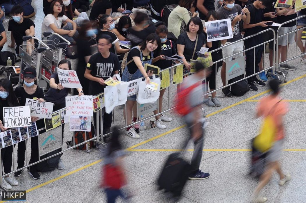 airport china extradition august 9 (19)