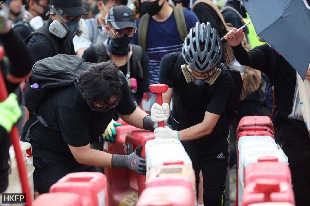 barricade tai po august 10 china extradition (29)