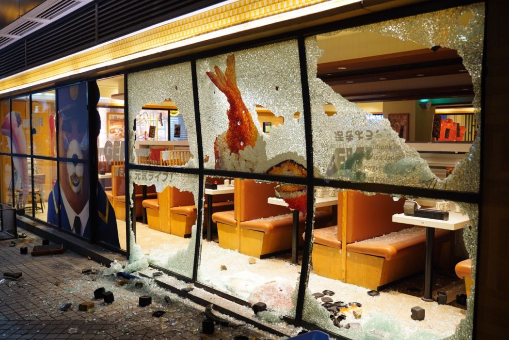 Yoshinoya store in Wong Tai Sin vandalised on October 1. Photo: inmediahk.net.