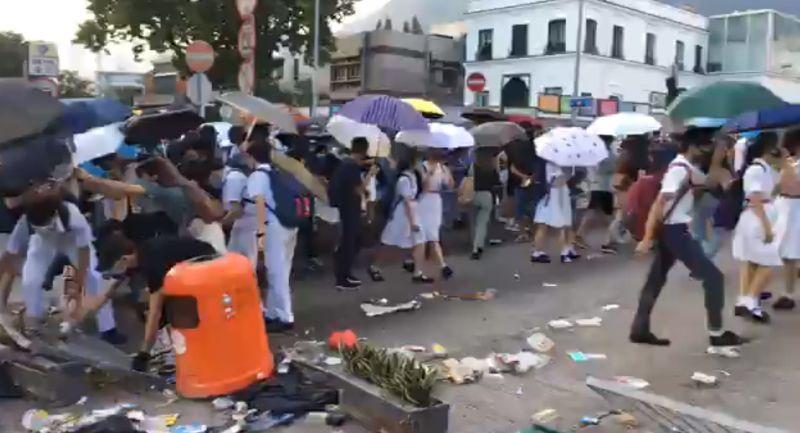 Kowloon Tong students road block