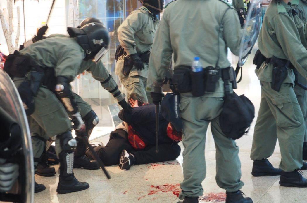 "Kowloon Tong ""November 10"" Festival Walk bleeding protester arrest police"