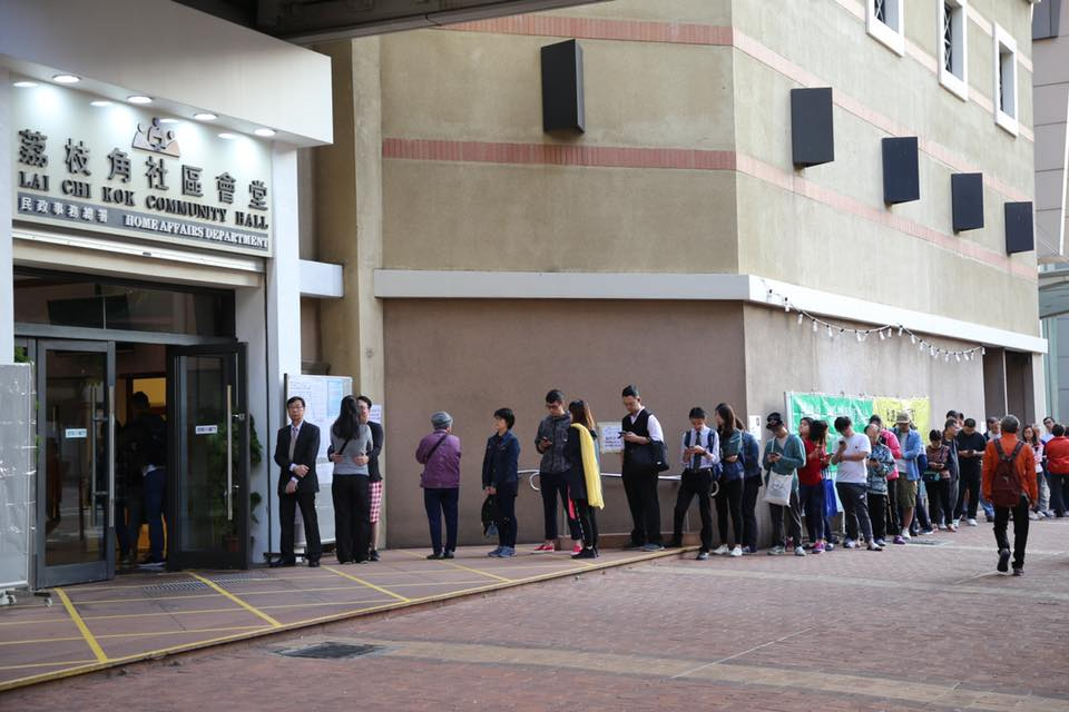 Lai Chi Kok district council queues