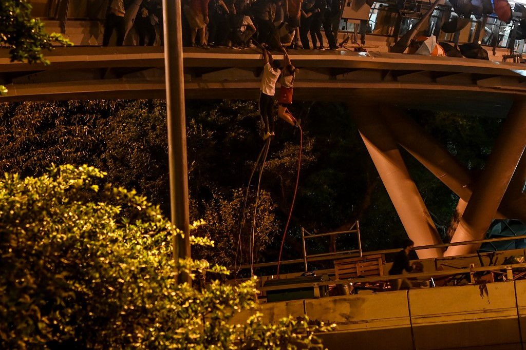 PolyU rope escape Hong Kong protester