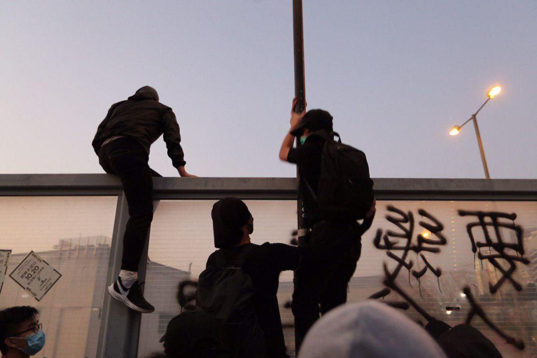 """December 1"" umbrellas Hung Hom river Tsim Sha Tsui protest protester climb wall"