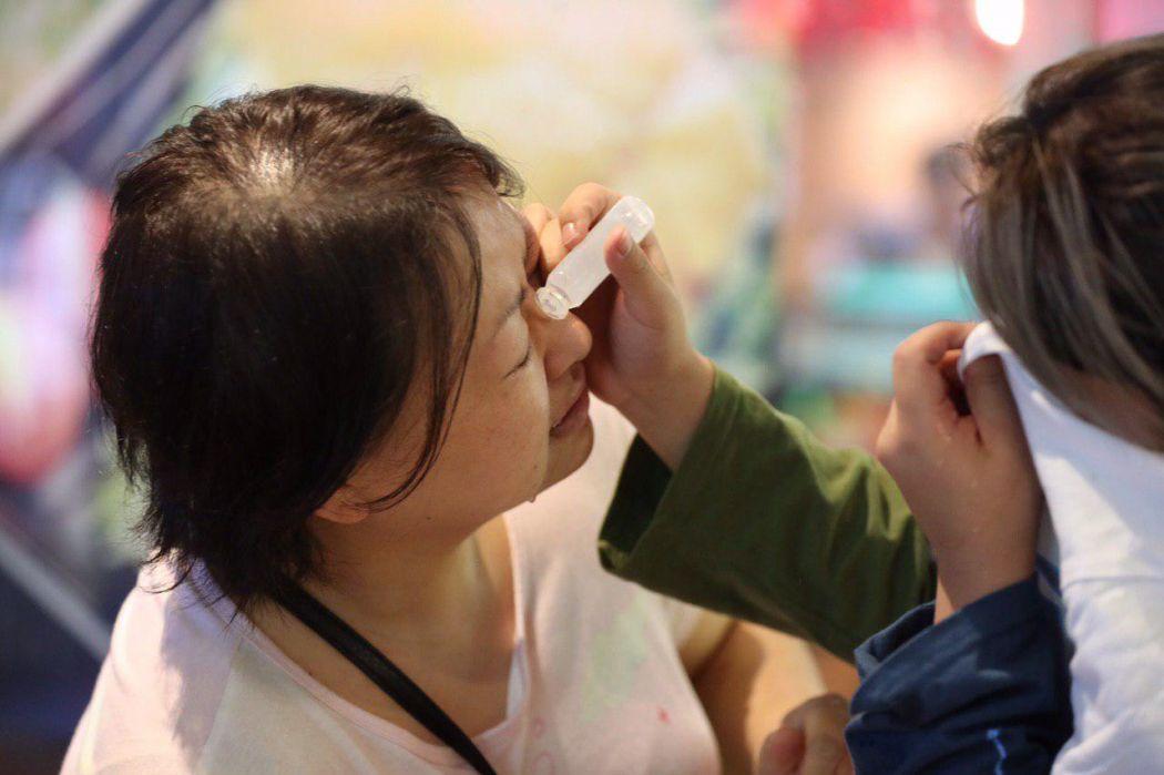 """""""December 1"""" tear gas saline woman civilian Tsim Sha Tsui Hung Hom Kowloon protest"""