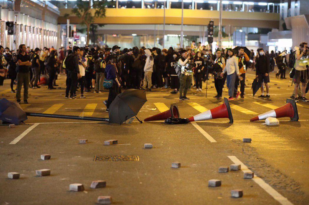 """""""December 1"""" Hong Kong protester Kowloon roadblock bricks"""