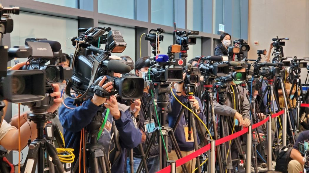 China revoking press credentials of American journalists