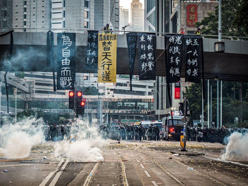 Defiance and voices protest studio incendo