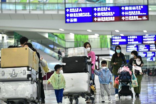 coronavirus virus mask airport