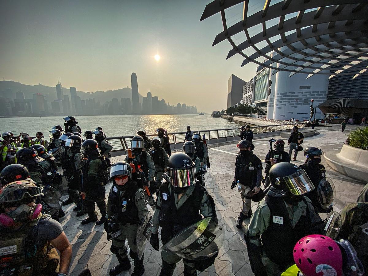 polisi anti huru hara Tsim Sha Tsui