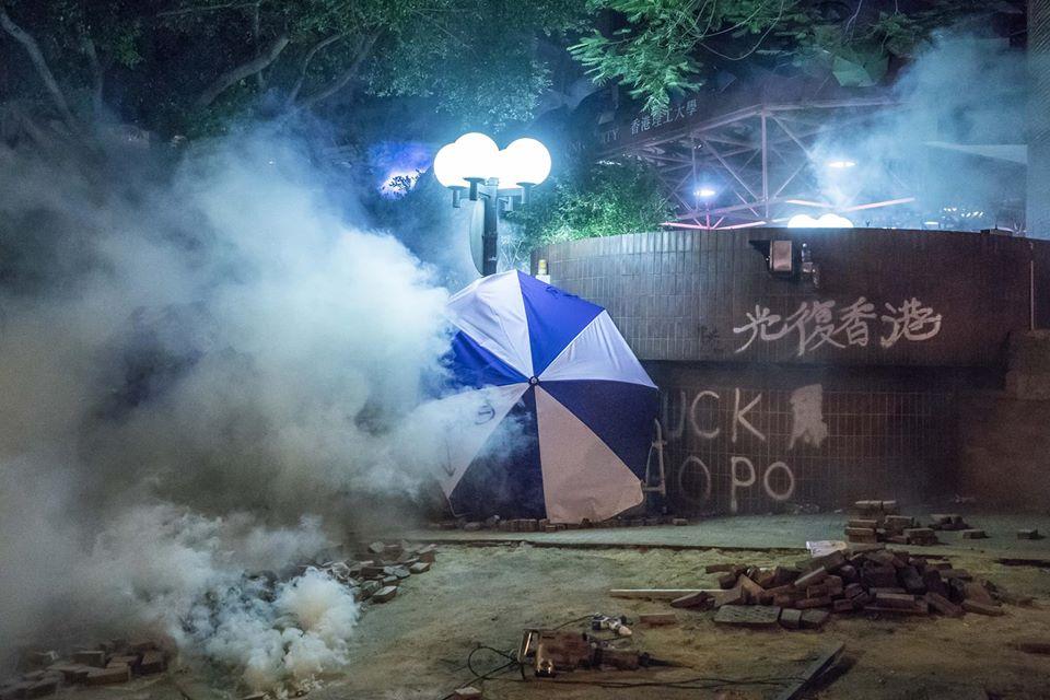 tear gas umbrella 'glory to Hong Kong' poly-u