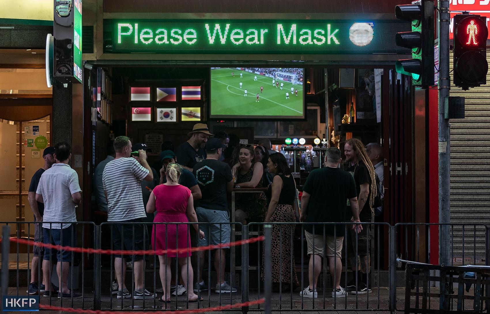 bar please wear mask sign coronavirus covid masks