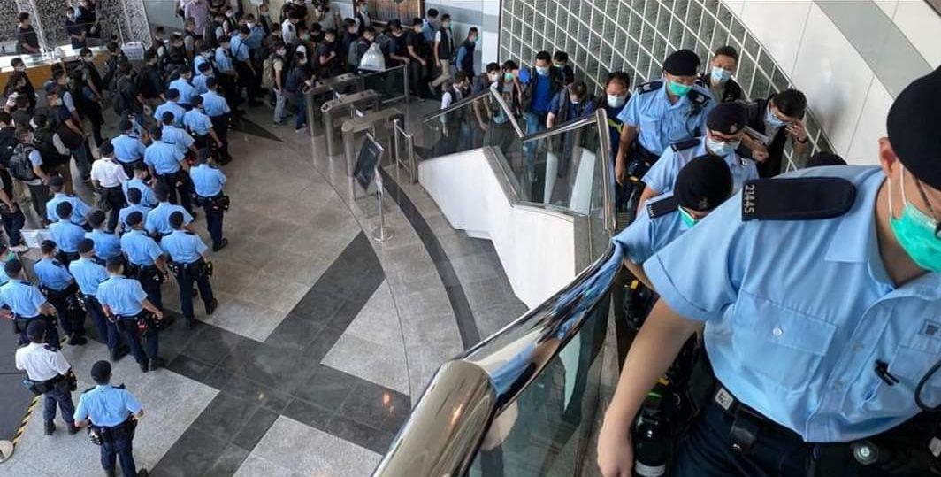 apple daily hong kong raid police