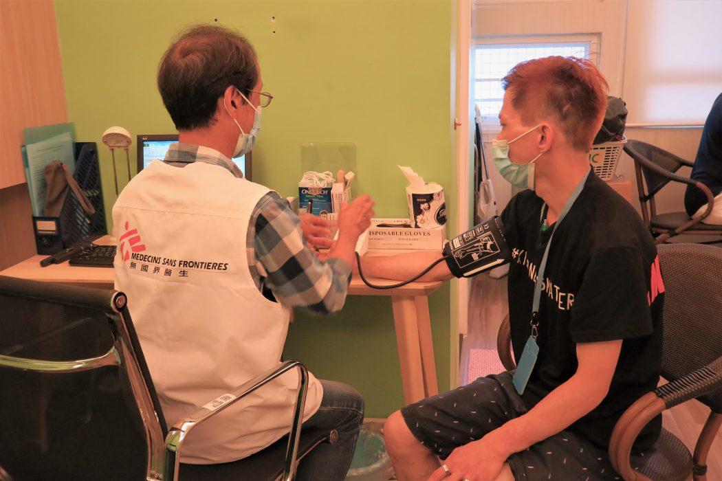 MSF homeless medical checkup
