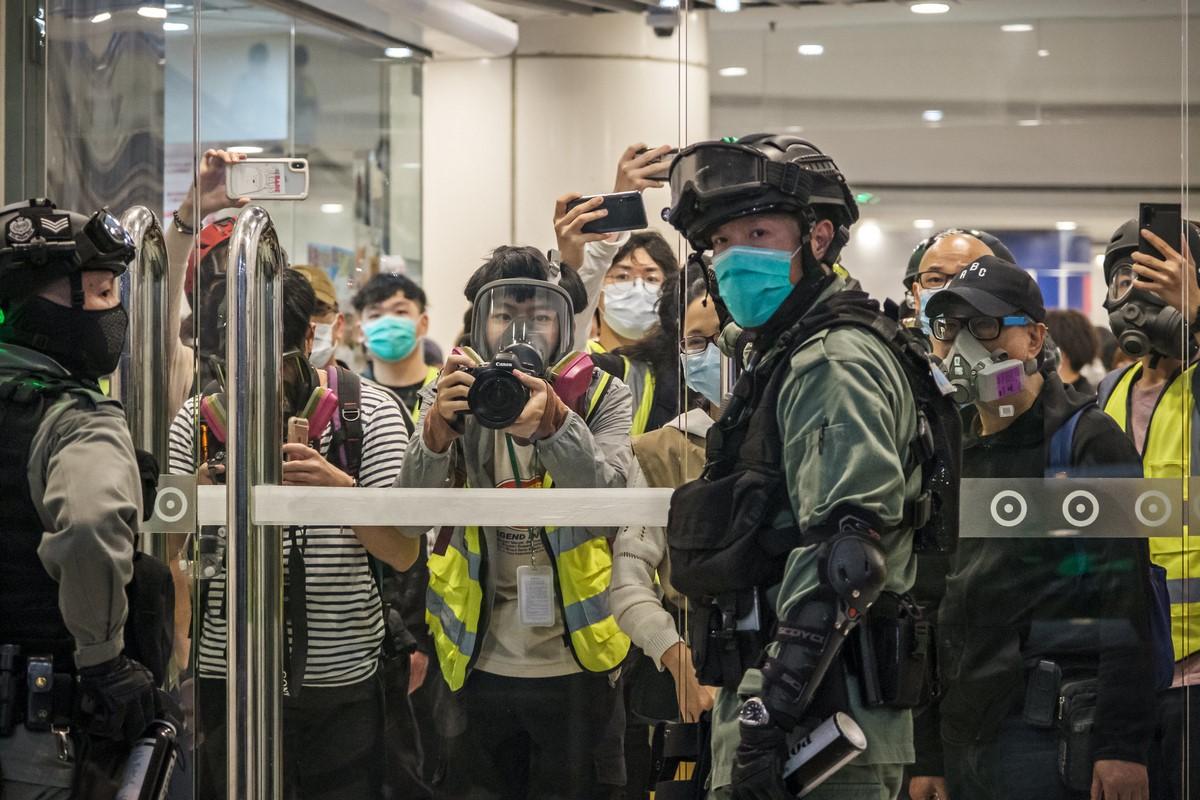 Press freedom journalist police