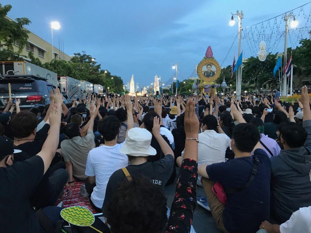 Thai protests three finger salute