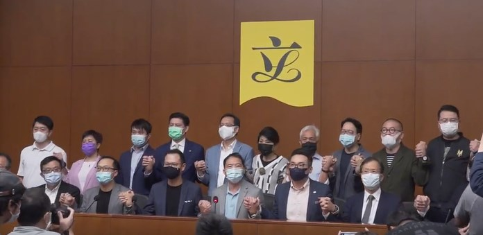 Legco hold hands pan dem collective resignation