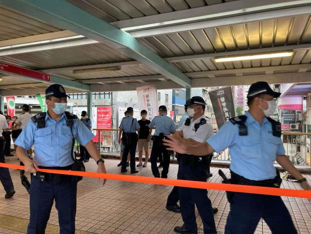 mong kok overpass police cordon june 12 2021