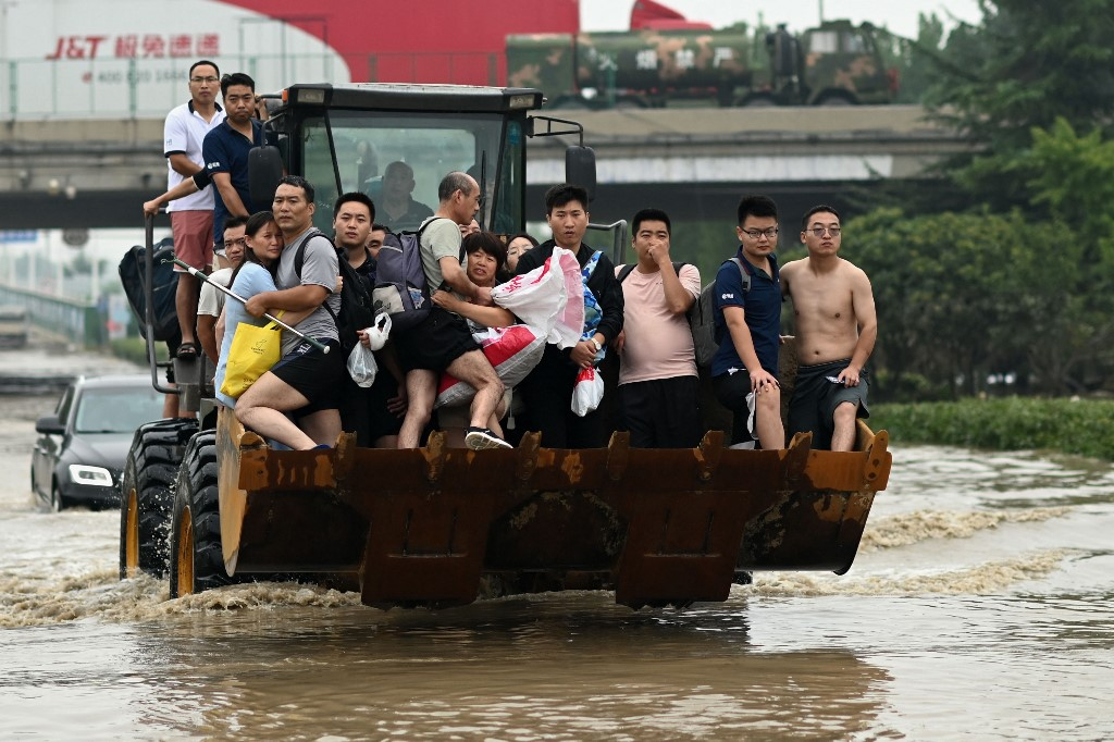 china weather henan flood digger flooding extreme weather climate change