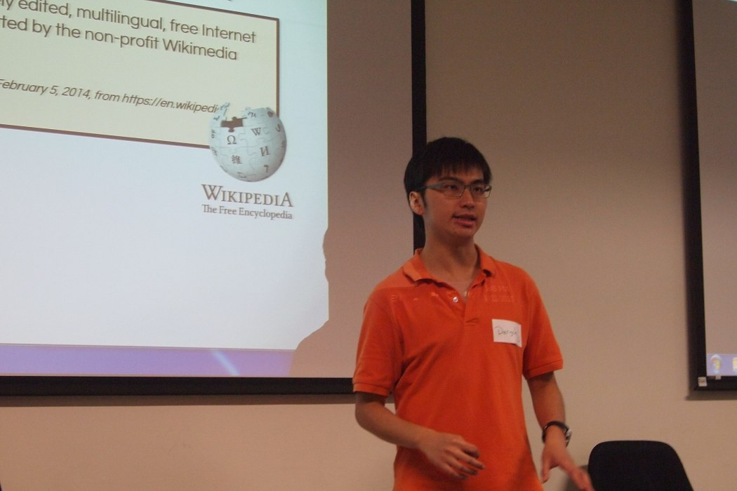 Deryck Chan speaking at a Wikipedia event in 2015.