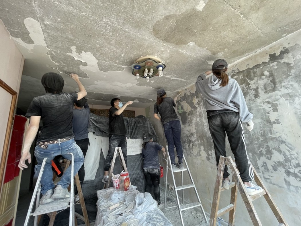 Lam Chun's household maintenance team Photo: Lam Chun's Facebook